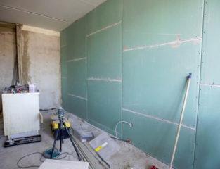 Выравнивание стен гипсокартоном без каркаса